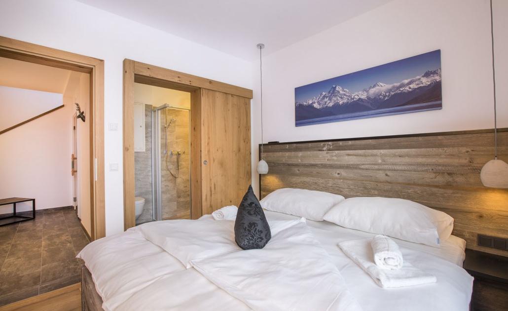 Ferienwohnung Kitzbüheler Alpen Schlafzimmer und Bad